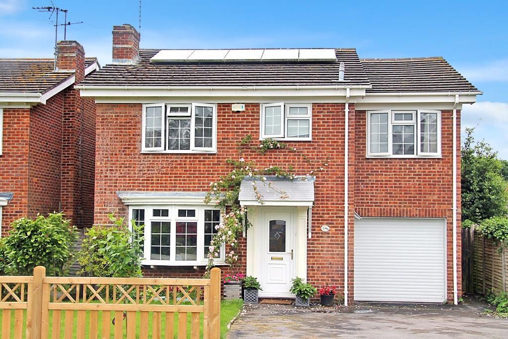 4 Bedrooms Detached House for sale in Manor Close, Wickham, Fareham