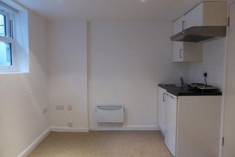 Studio to rent - Middle Street - P1153