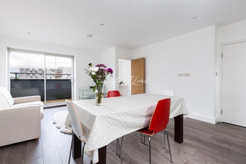 2 Bedrooms Flat for sale in Angel Court, Lewisham SE13