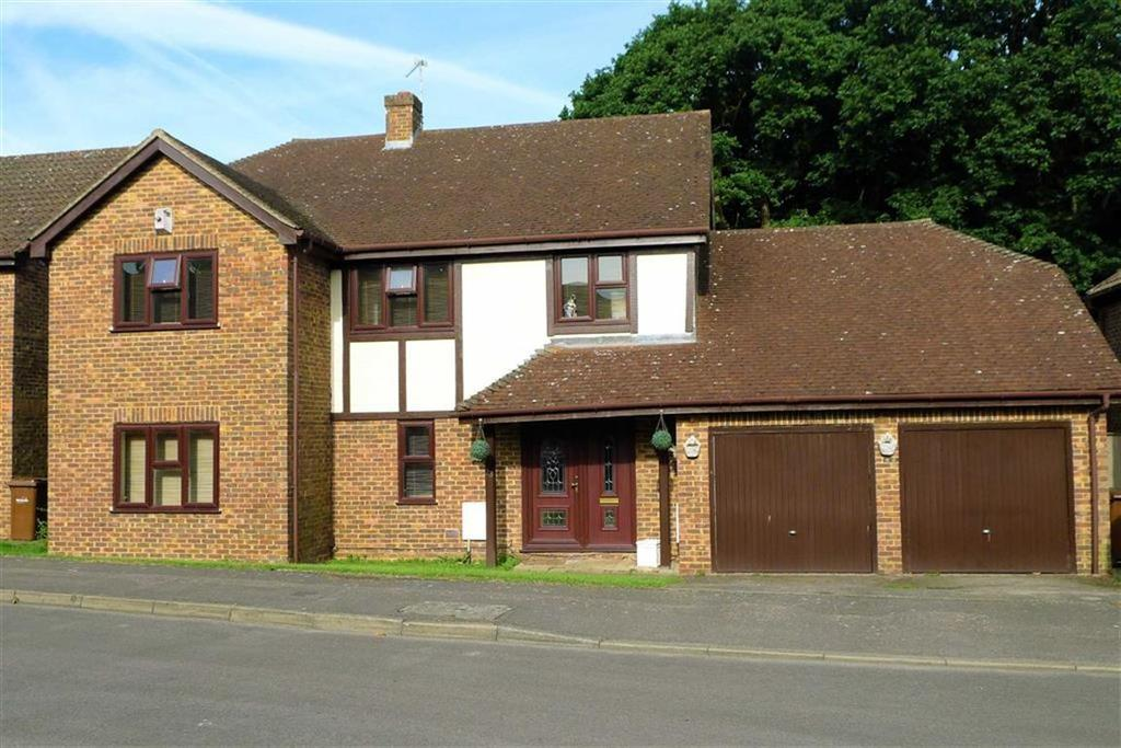 4 Bedrooms Detached House for sale in Barncroft Drive, Hempstead, Kent, ME7