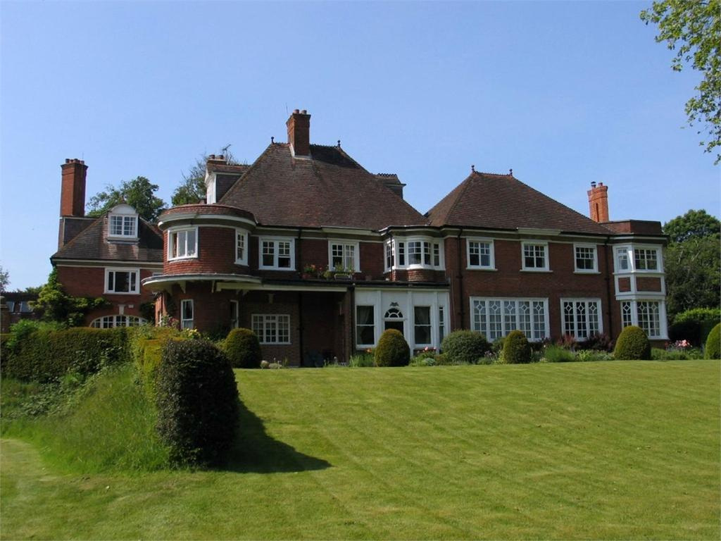 3 Bedrooms Flat for sale in LYNDHURST, Hampshire