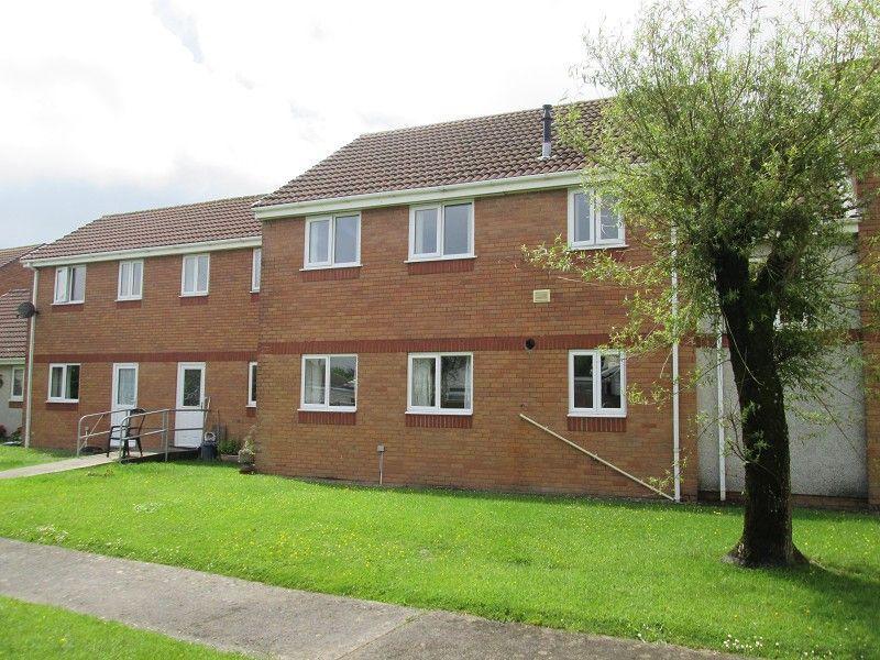 2 Bedrooms Flat for sale in Tudor Court, Murton, Swansea, City County of Swansea.