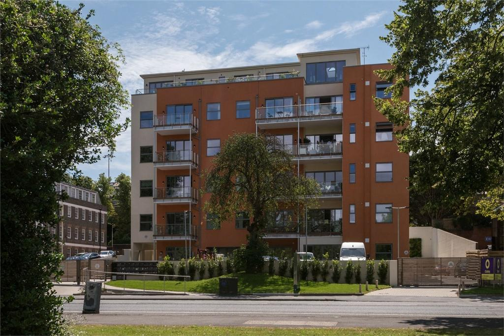 2 Bedrooms Flat for sale in ParQ, Preston Road, Brighton, East Sussex