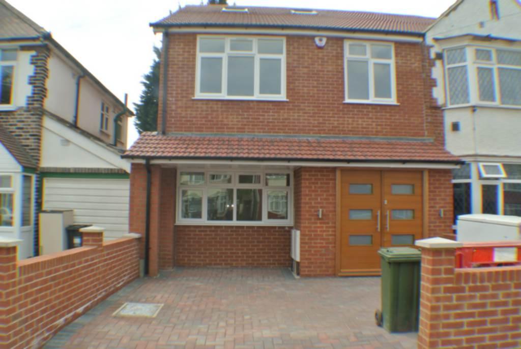 5 Bedrooms House for sale in Bulstrode Avenue, Hounslow, TW3