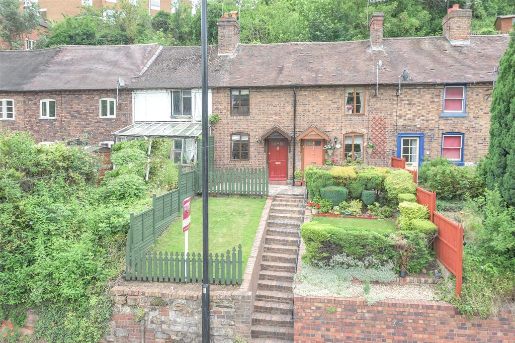 2 Bedrooms Terraced House for sale in Hollybush Road, Bridgnorth, Shropshire