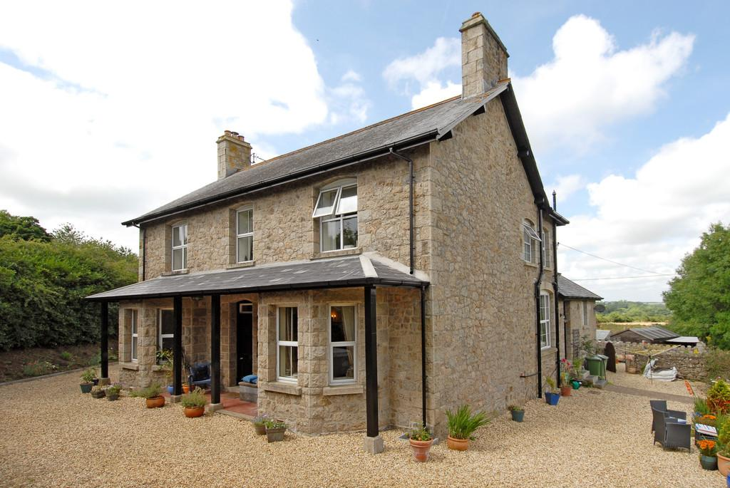 4 Bedrooms Detached House for sale in South Tawton