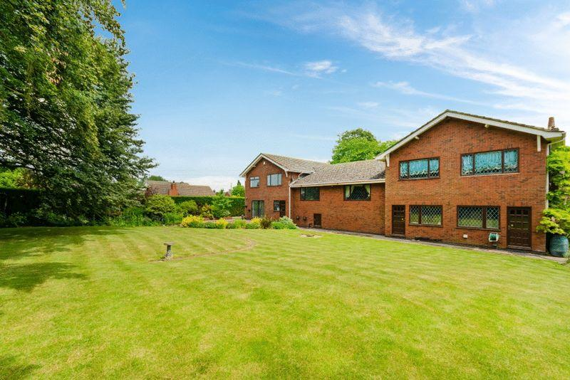 5 Bedrooms Detached House for sale in Tumbledowne, Main Road, Roughton