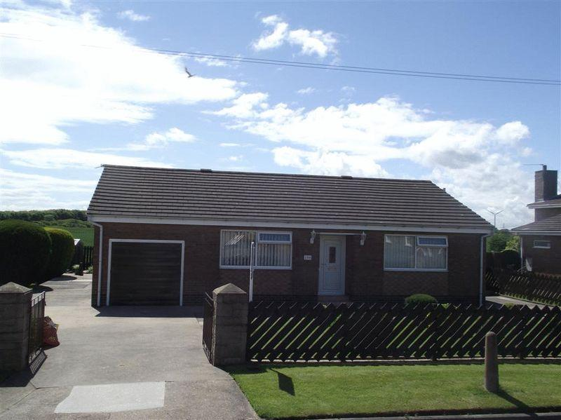 2 Bedrooms Bungalow for sale in Farm Road, East Hartford - Two Bed Detached Bungalow