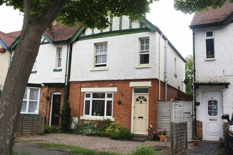 3 Bedrooms Semi Detached House for sale in Peewit Road, Evesham