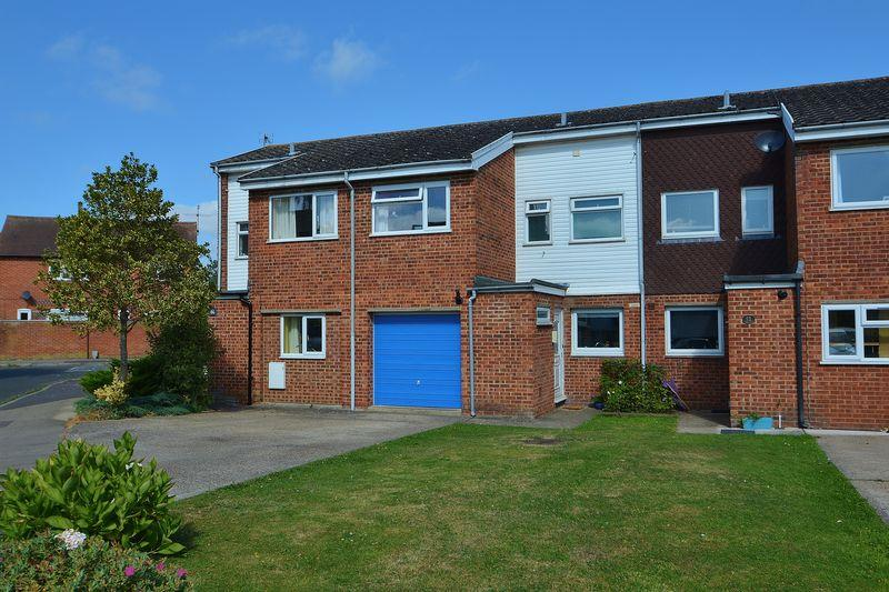 3 Bedrooms Terraced House for sale in Coombe Hill Crescent, Thame