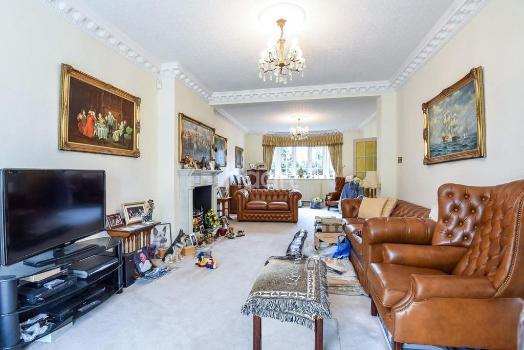 4 Bedrooms Detached House for sale in Christian fields, Streatham, SW16