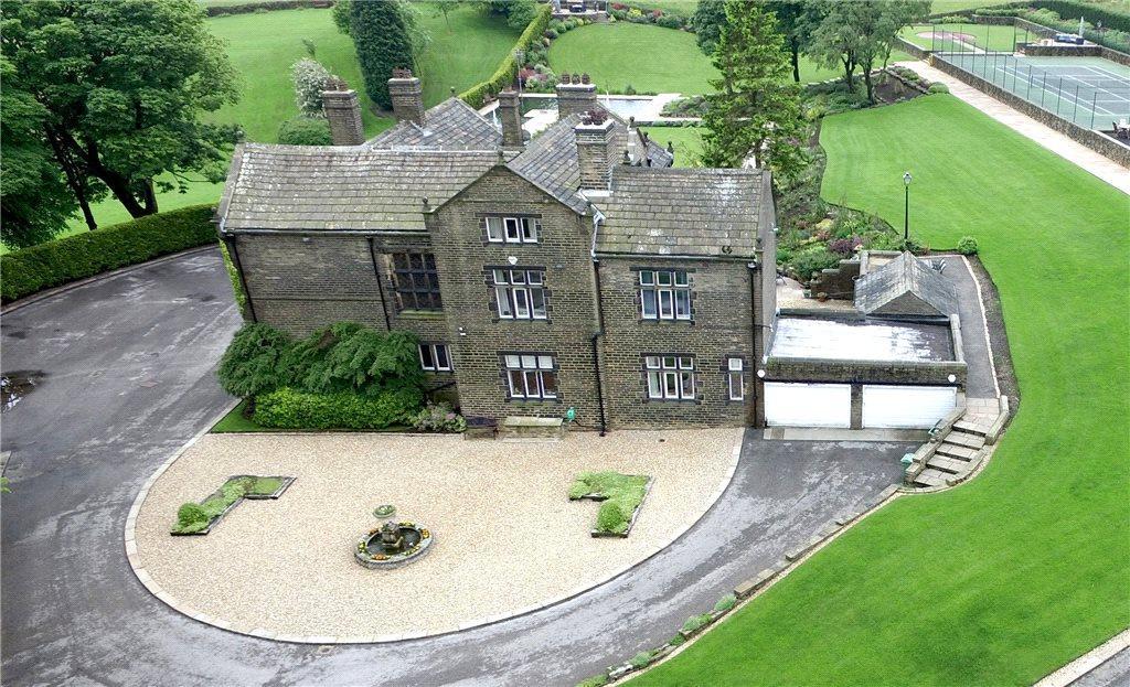 5 Bedrooms Detached House for sale in Bracken Hall, Long Causeway, Denholme, Bradford, West Yorkshire