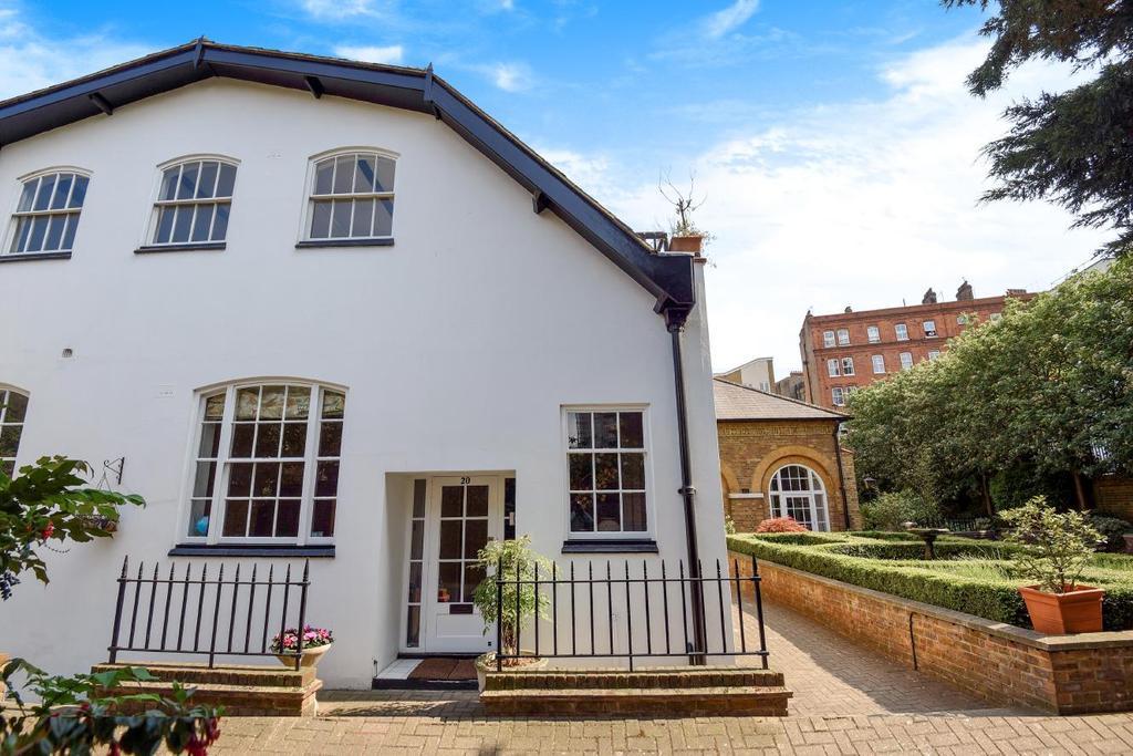 2 Bedrooms Flat for sale in Regents Bridge Gardens, Vauxhall, SW8
