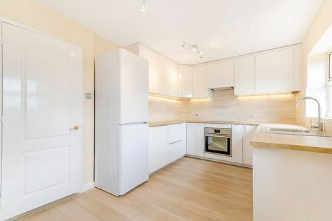 4 bedroom terraced house to rent - Highgrove Close,London, N11 3PT