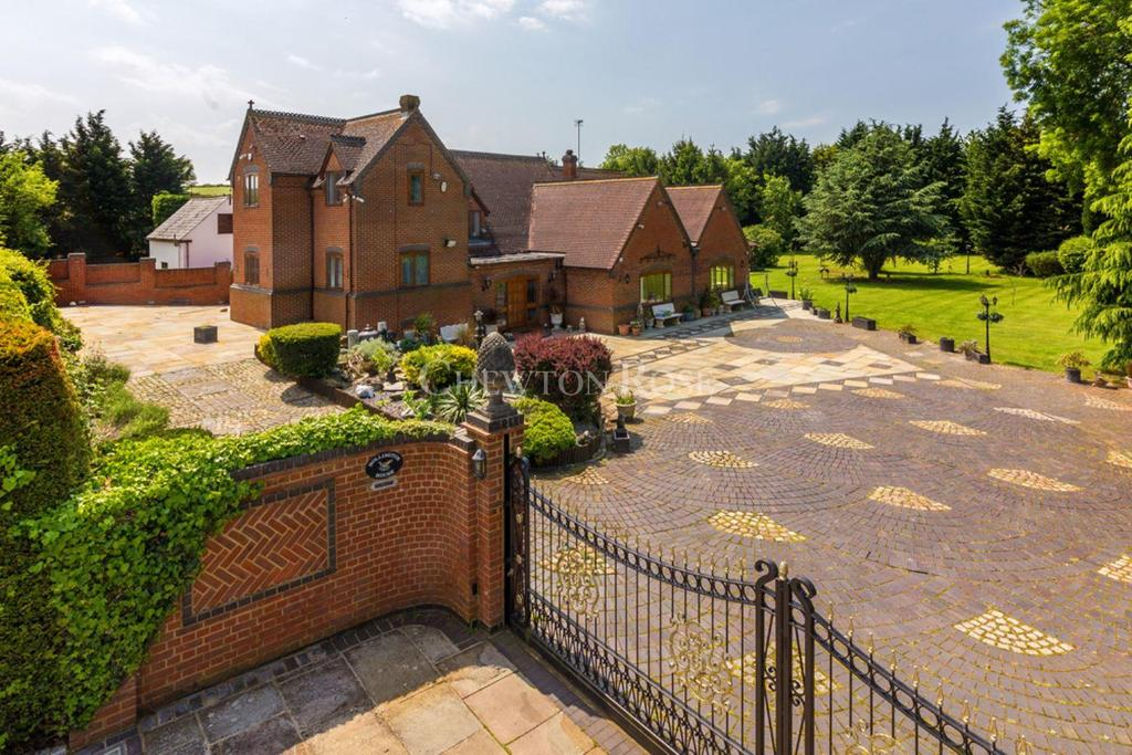 5 Bedrooms Detached House for sale in Flitton