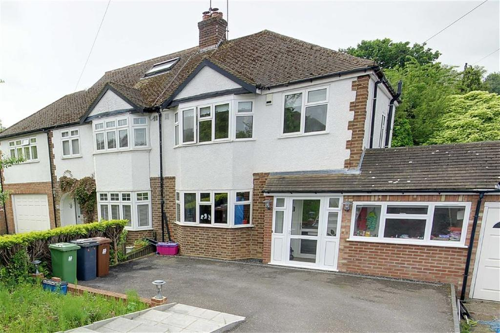 3 Bedrooms Semi Detached House for sale in Brackendale, Potters Bar, Hertfordshire
