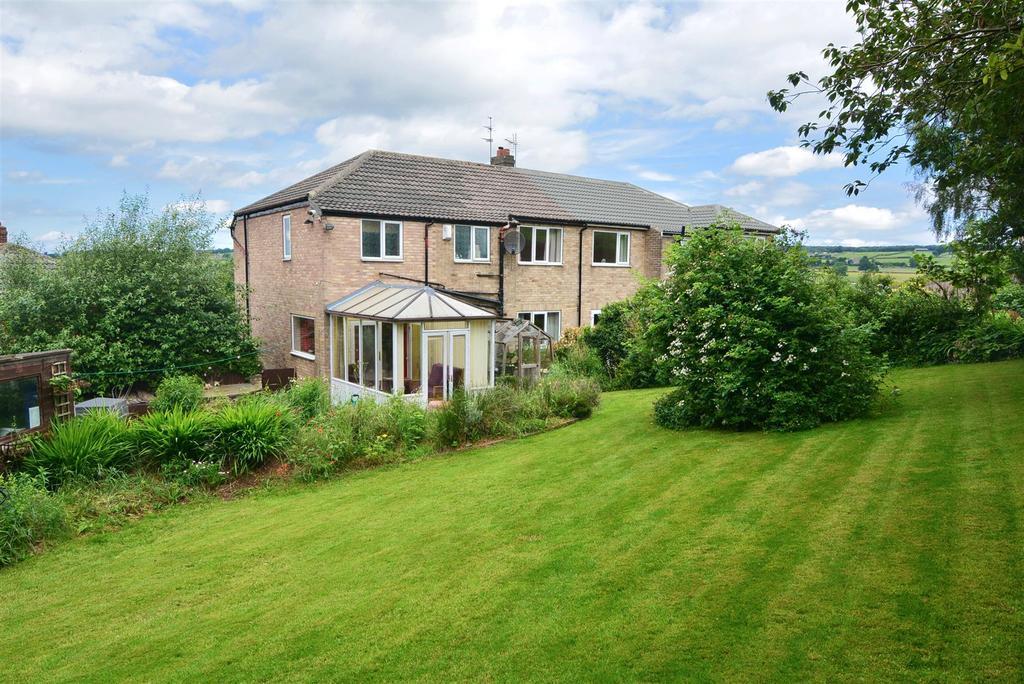 4 Bedrooms House for sale in Banksfield Grove, Yeadon, Leeds