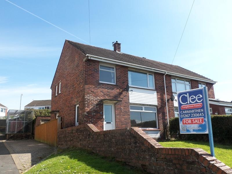 3 Bedrooms Semi Detached House for sale in Beech Road, Carmarthen, Carmarthenshire.