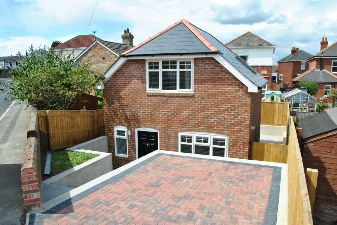 2 Bedrooms Detached House for sale in Forest View Road , Moordown