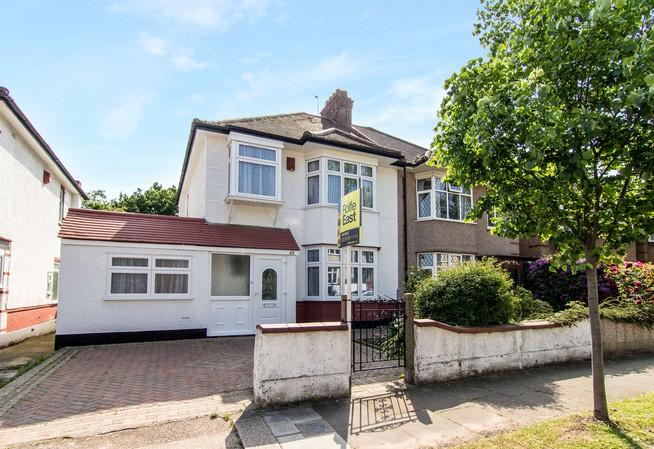 4 Bedrooms Semi Detached House for sale in Boston Gardens, Brentford
