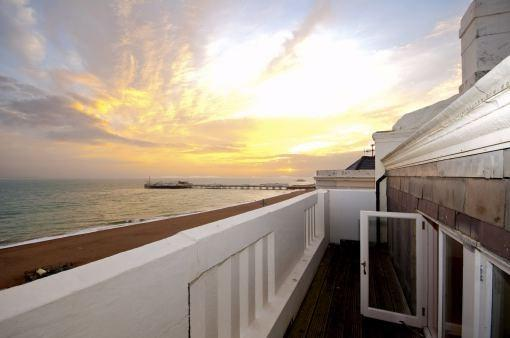 3 Bedrooms Apartment Flat for sale in Marine Parade, Brighton, BN2