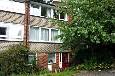 3 bedroom house to rent - Fitzroy Gardens, Crystal Palace, London, SE19 2NP