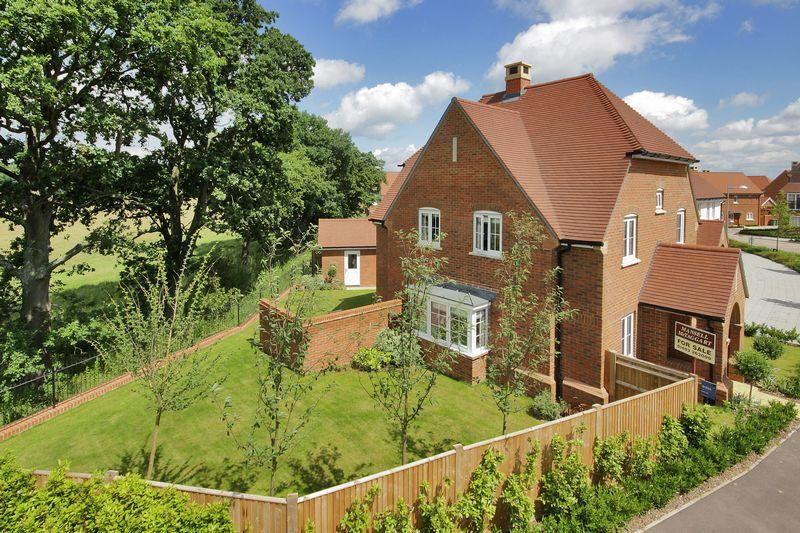 4 Bedrooms Detached House for sale in Kilnwood Vale, Faygate, Horsham