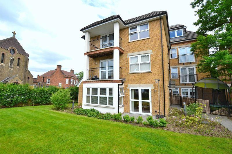2 Bedrooms Apartment Flat for sale in Upper Park Road, Bromley