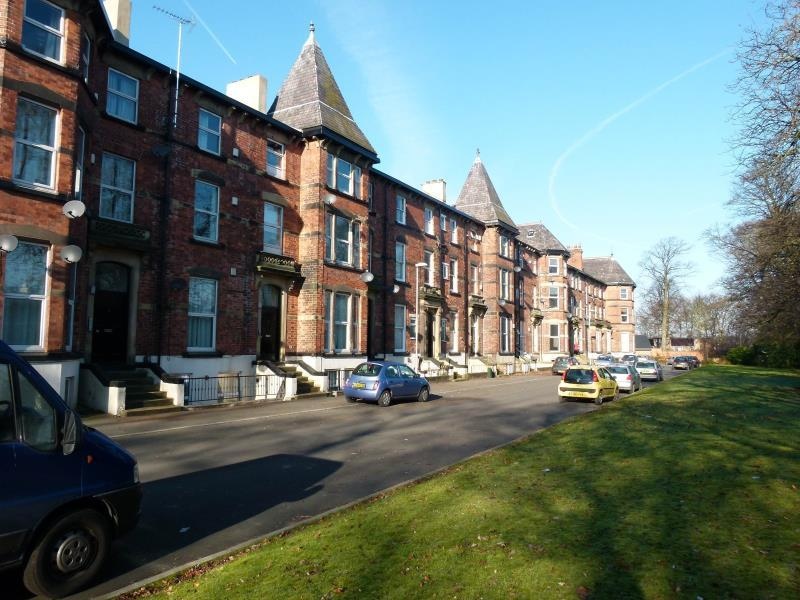 3 Bedrooms Duplex Flat for sale in WESTFIELD TERRACE, CHAPEL ALLERTON, LS7 3QG