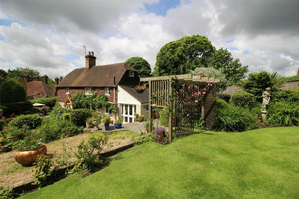 2 Bedrooms Cottage House for sale in High Hurstwood, Uckfield, East Sussex