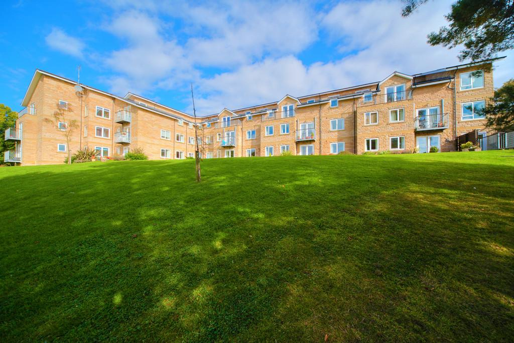 2 Bedrooms Apartment Flat for sale in Apt 18 Fairthorn, 117 Townhead Road, Dore, S17 3AJ