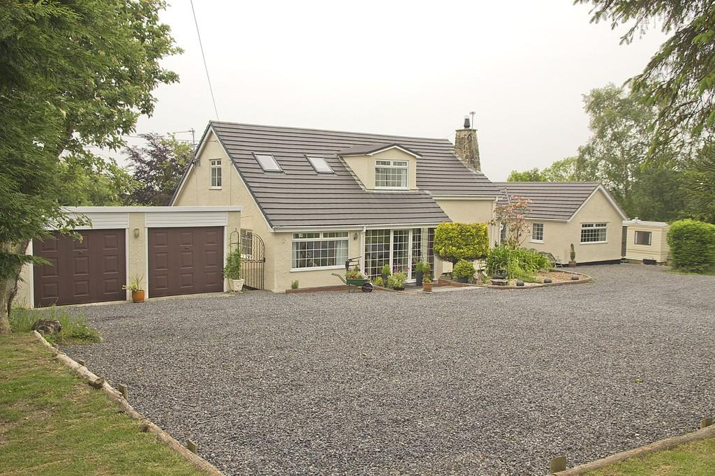 4 Bedrooms Detached Bungalow for sale in Penrhos House, Dulas, North Wales