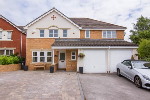 5 bedroom detached house for sale - Bassetts Field, Thornhill