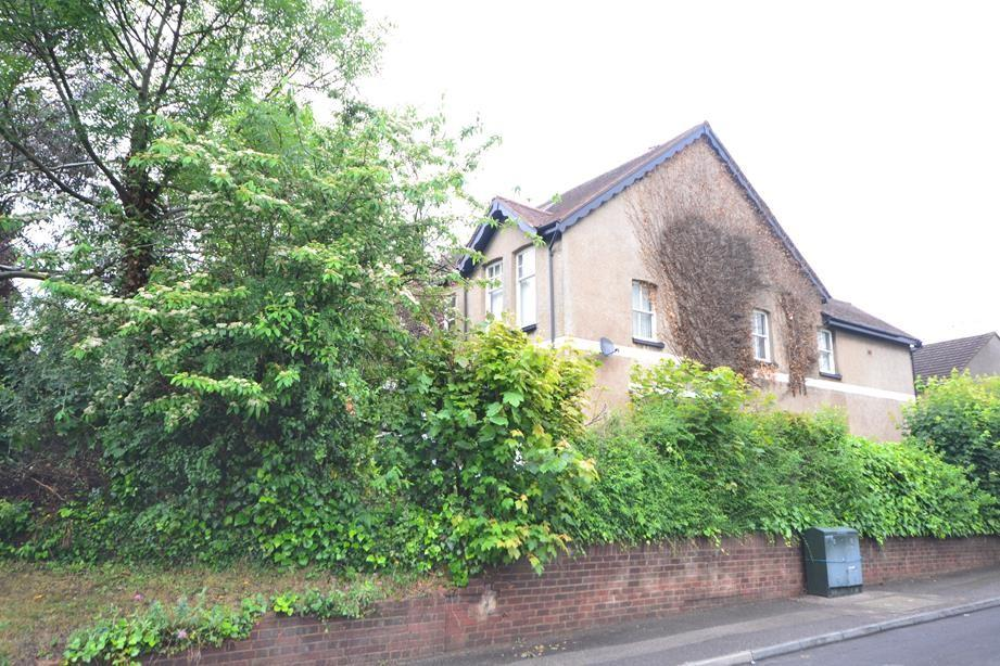 2 Bedrooms Apartment Flat for sale in Longwood Court, Corbets Tey Rd, Upminster, Essex, RM14