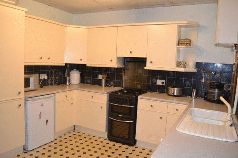 3 Bedrooms Terraced House for sale in Spring Bank, Grimsby