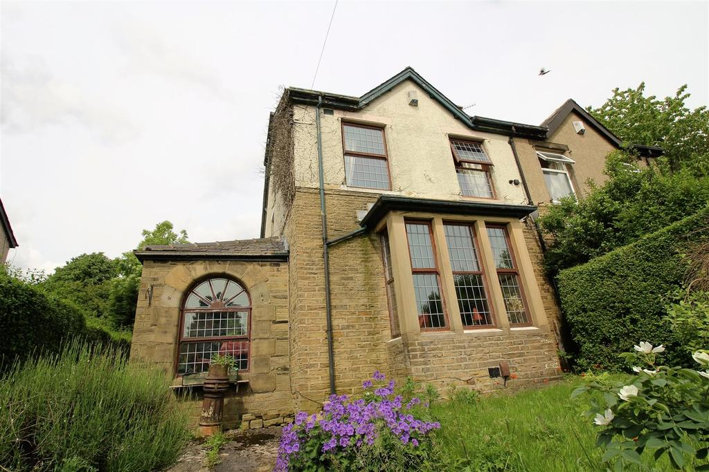 3 Bedrooms Semi Detached House for sale in Valley View Grove, Bradford BD2 4NR