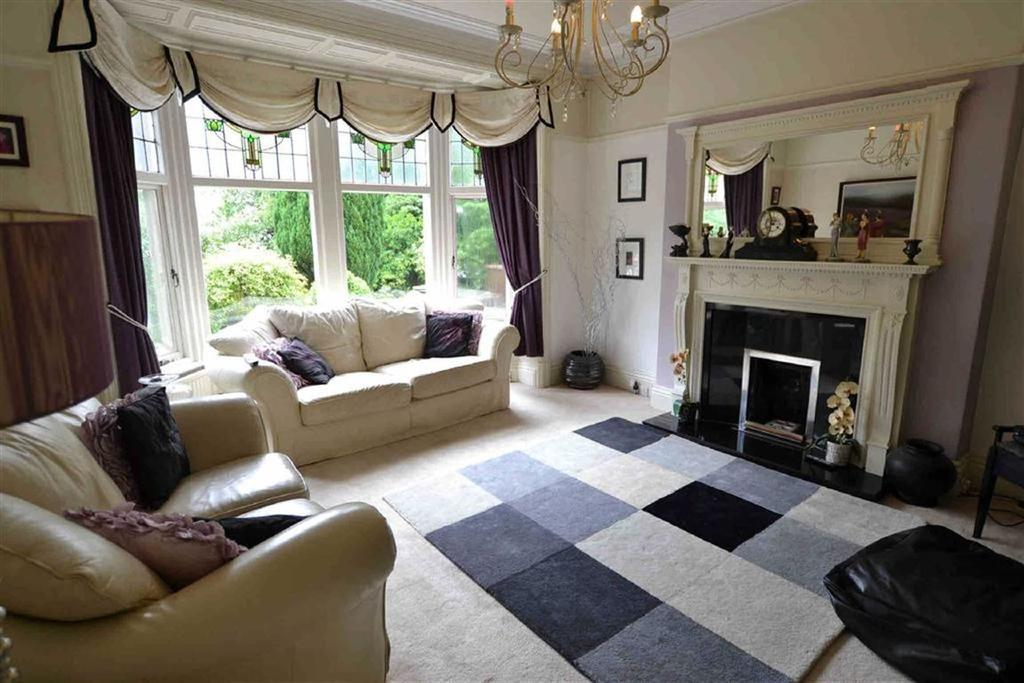 4 Bedrooms Detached House for sale in Manchester Road, Barnoldswick, Lancashire