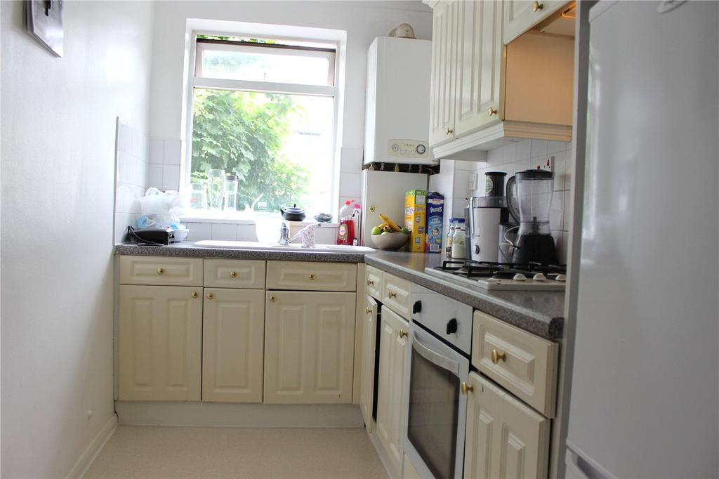 2 Bedrooms Apartment Flat for sale in Main Road, Romford, RM2