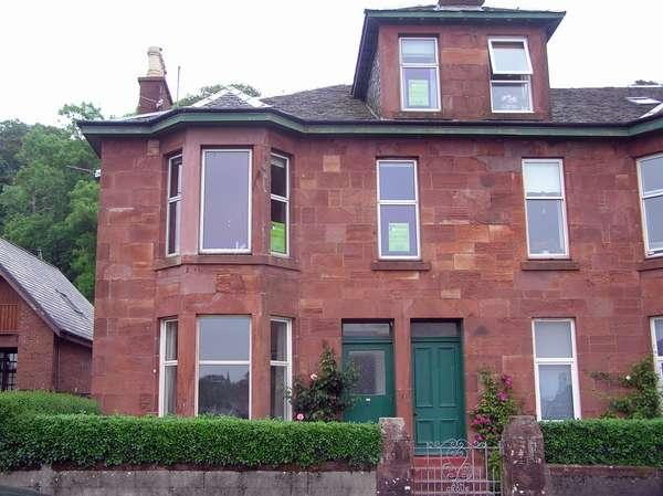 3 Bedrooms Flat for sale in 2 Marine Parade, Millport, Isle of Cumbrae, KA28 0ED