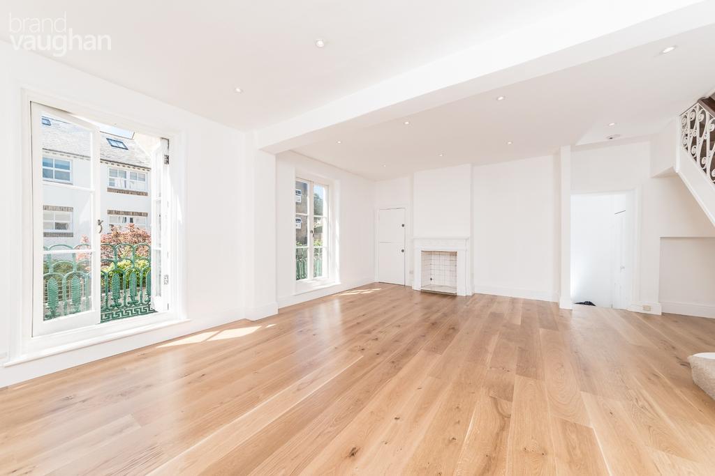 2 Bedrooms Maisonette Flat for rent in St Marks Street, Brighton, BN2