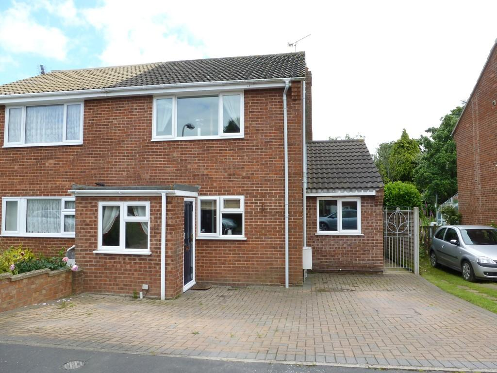 3 Bedrooms Semi Detached House for sale in Ellinor Road, North Walsham