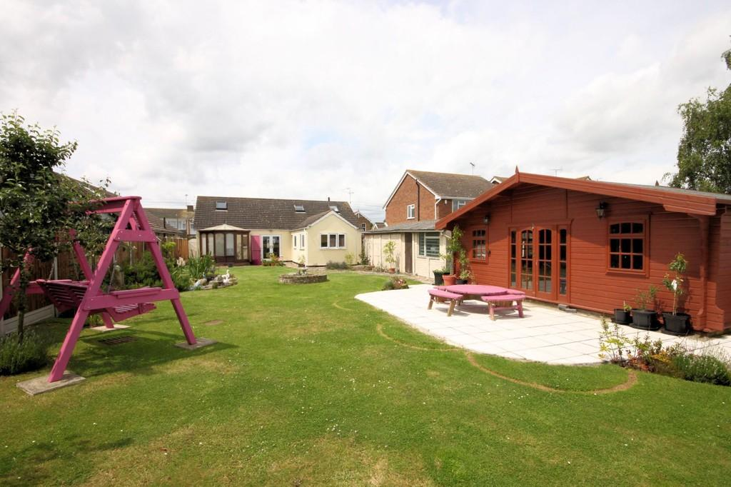 4 Bedrooms Detached House for sale in Kimberley Road, Little Wakering