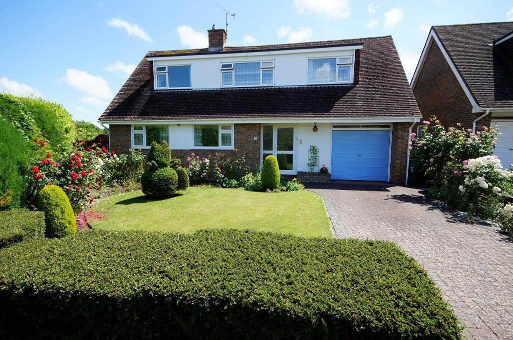 3 Bedrooms Detached House for sale in The Furlongs, Steyning, BN44 3PE