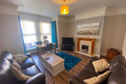 4 bedroom terraced house to rent - Four Bedrooms Available in Professional House Share, Russell Road
