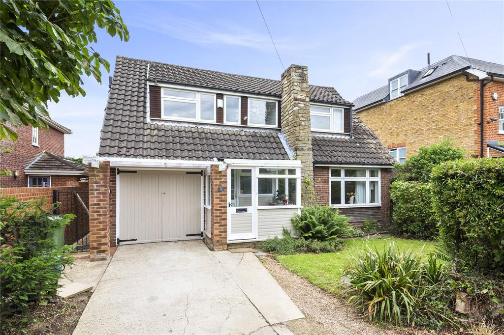 4 Bedrooms Detached House for sale in St. Albans Gardens, Teddington, TW11