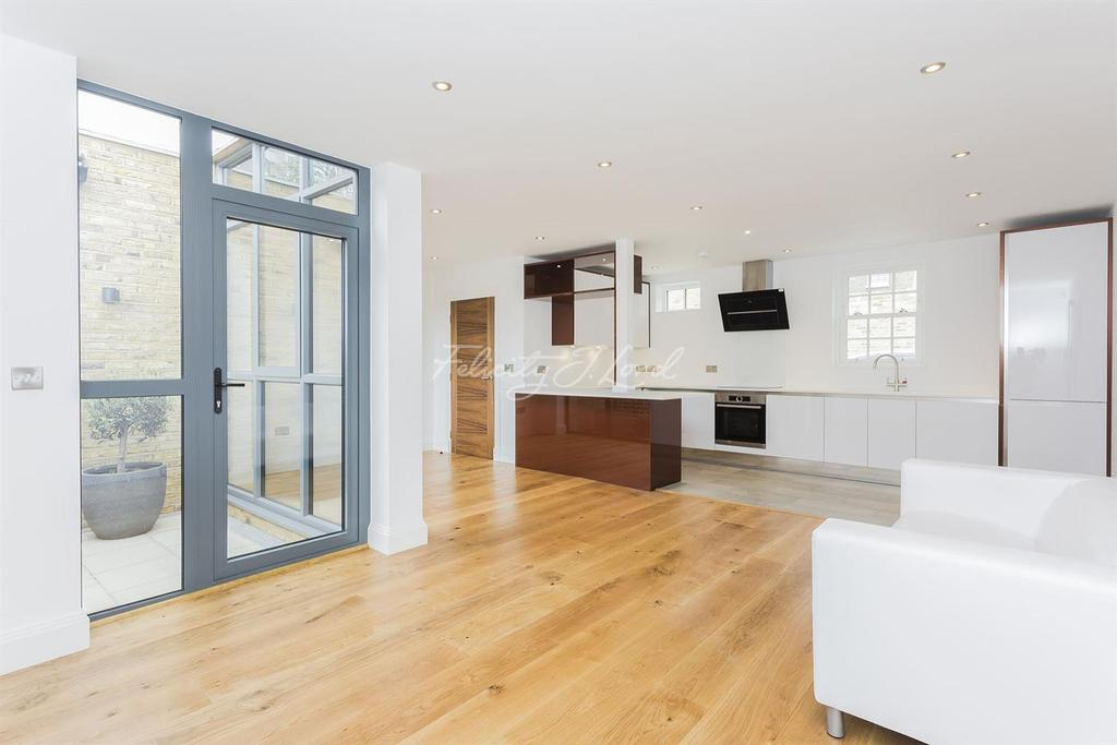 2 Bedrooms End Of Terrace House for sale in Rushgrove Mews, SE18