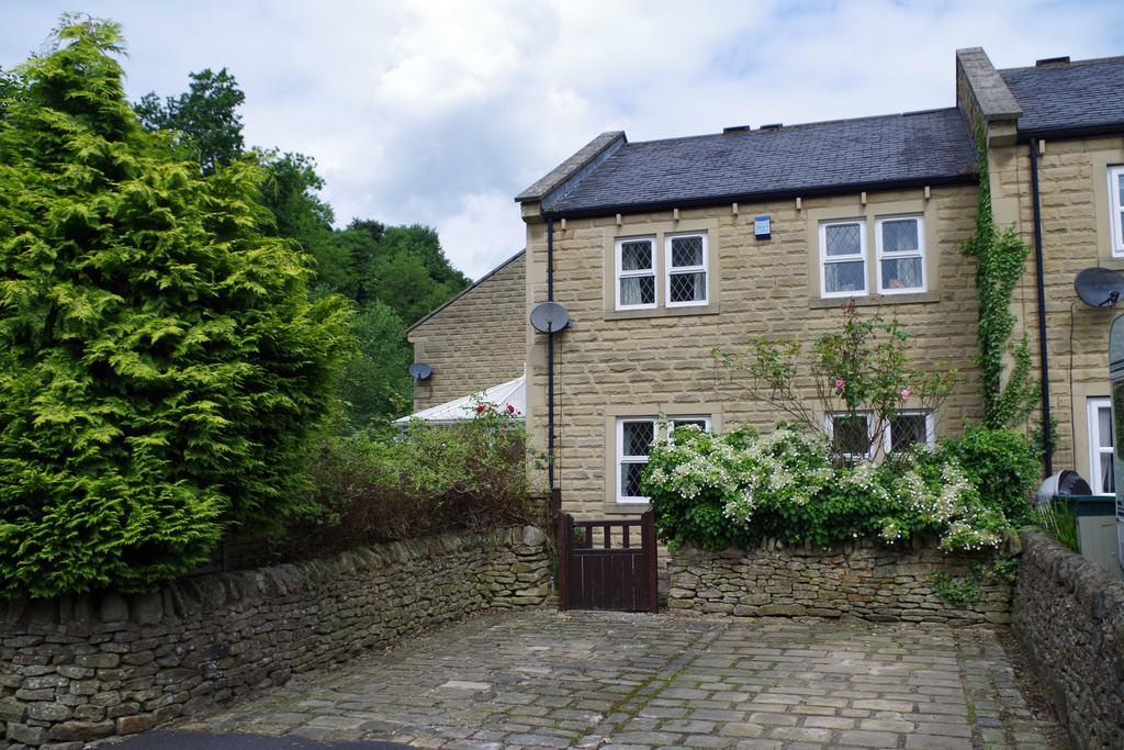 3 Bedrooms Town House for sale in Bluebell Walk, Luddenden, Halifax HX2