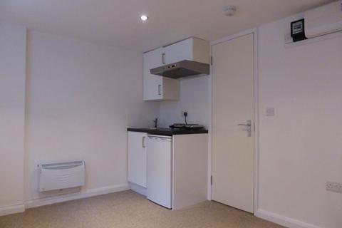 Studio to rent - Middle Street - P1178