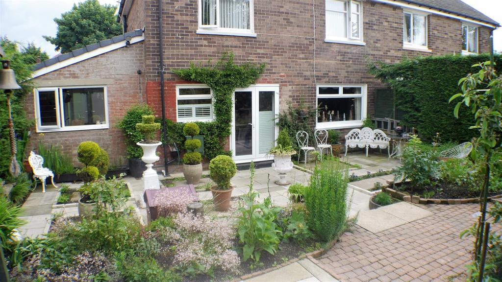 3 Bedrooms Semi Detached House for sale in Reevy Avenue, Wibsey, Bradford, BD6 3RU