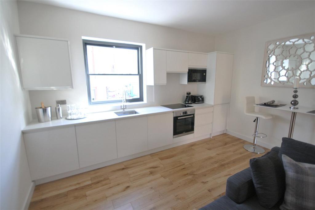 2 Bedrooms Flat for sale in Seaview Court, Cambridge Street, DN35